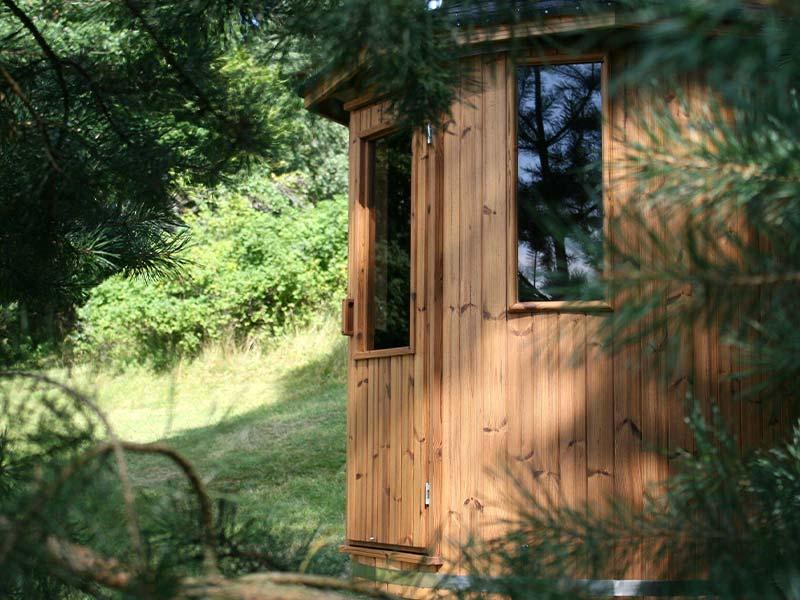 malowanie sauny w ogrodzie